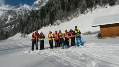 Langlaufers in de sneeuw